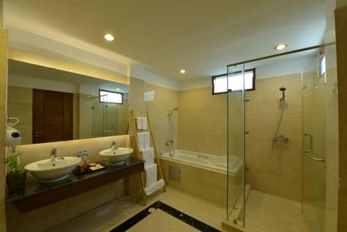 66c7b-zfreeti-hotel-bagan-bathtub.jpg