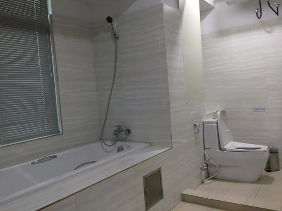 67fd0-Grace-Trasure-Hotel-Bath-room.jpg