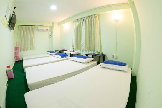 68a7d-uptown-hotel-room-4.jpg