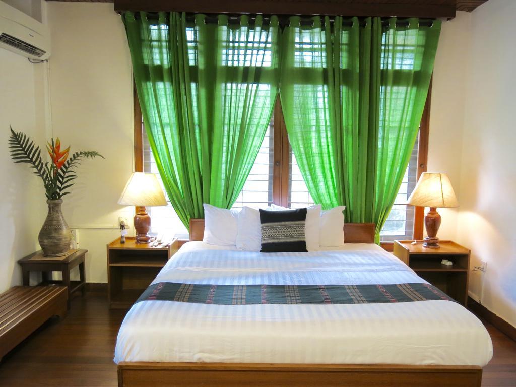 6dbc2-Classique-Inn-Room-1.jpg