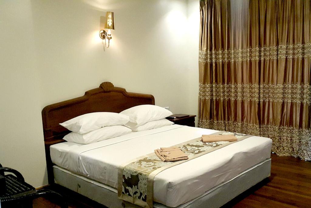 71b87-famous-hotel-bagan-room-2.jpg