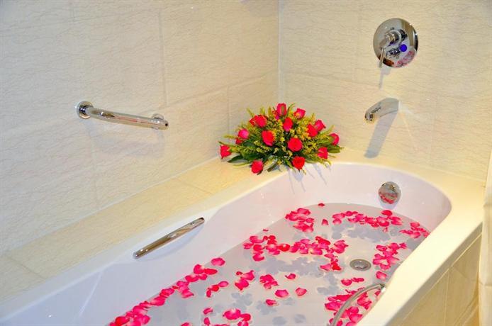 7536b-Shwe-Htee-Bath-Room.jpg