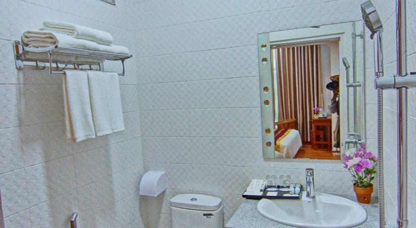 76e81-yuan-sheng-hotel-mdl-shower.jpg