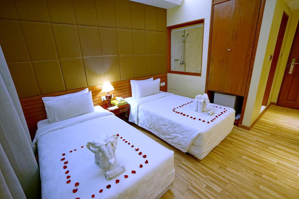 7a2ad-oway-grand-hotel-mdl-rooom-5.jpg