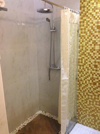 8163f-hotel-amazing-mandalay--Shower.jpg