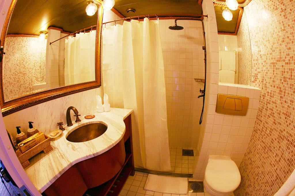 81874-vintage-luxury-yacht-hotel-myanmar-4-Shower-.jpg
