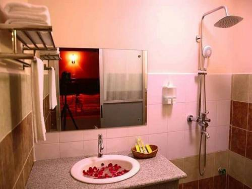 8211b-Real-Link-Hotel-Shower.jpg