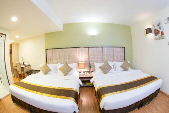 8559d-uptown-hotel-room-5.jpg