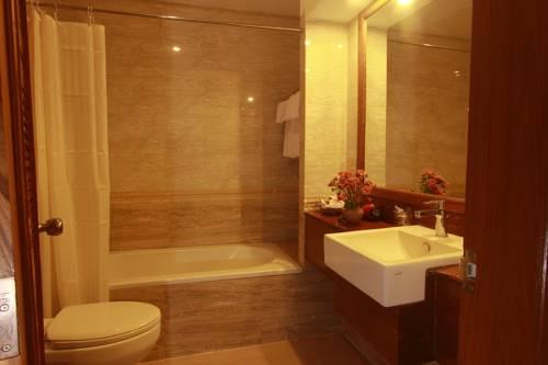 86b87-Razagyo-Hotel-Bath.jpg