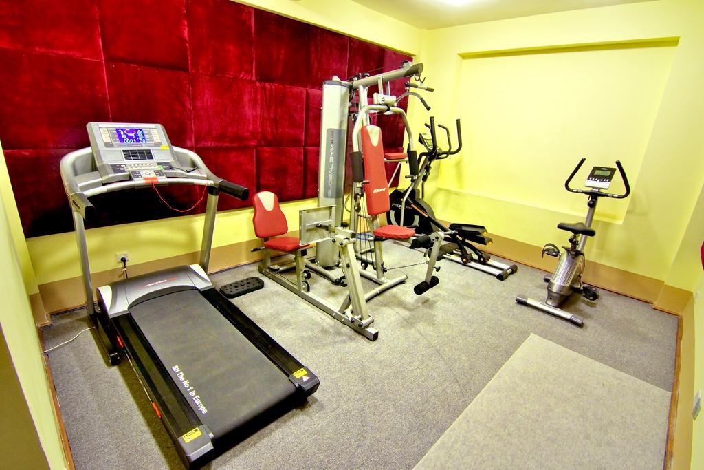 88d1a-oway-grand-hotel-mdl-rooom-gym.jpg