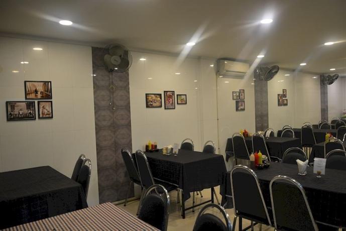 8979a-mr.-lee-hotel-ginning-room.jpg