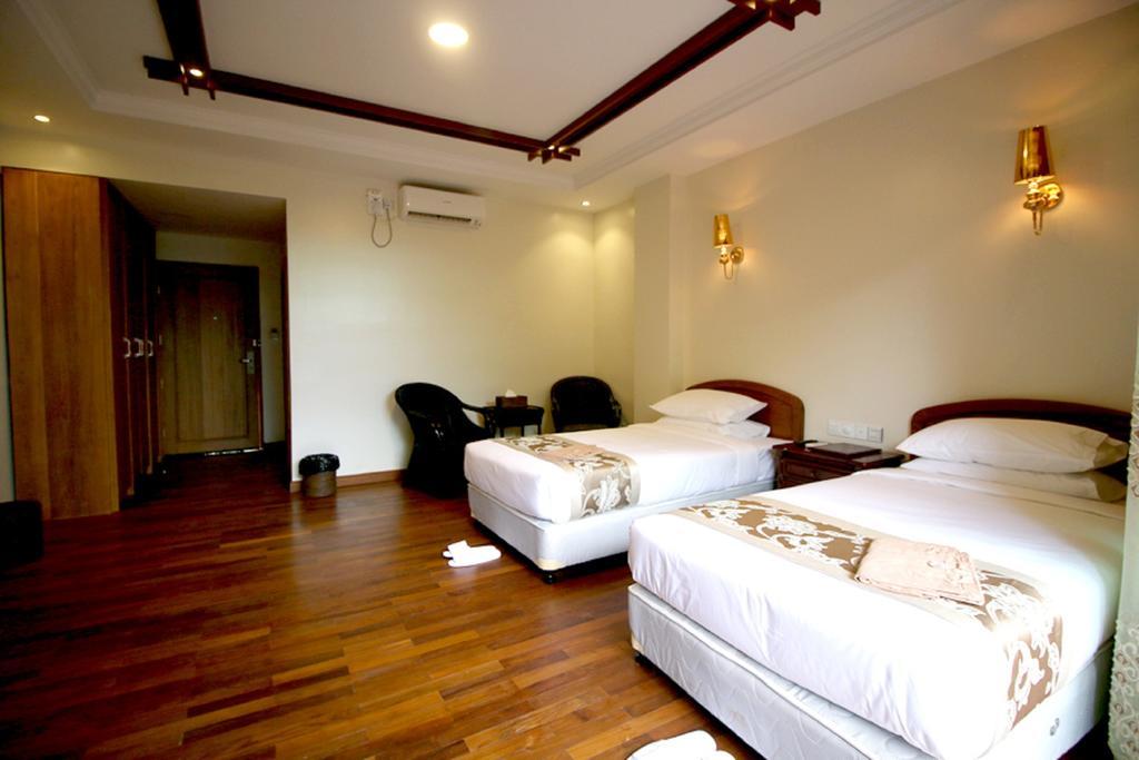 8f98e-famous-hotel-bagan-room-1.jpg