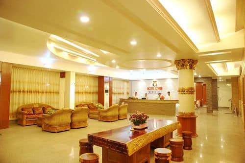 97b8c-hotel-queen-lobby.jpg