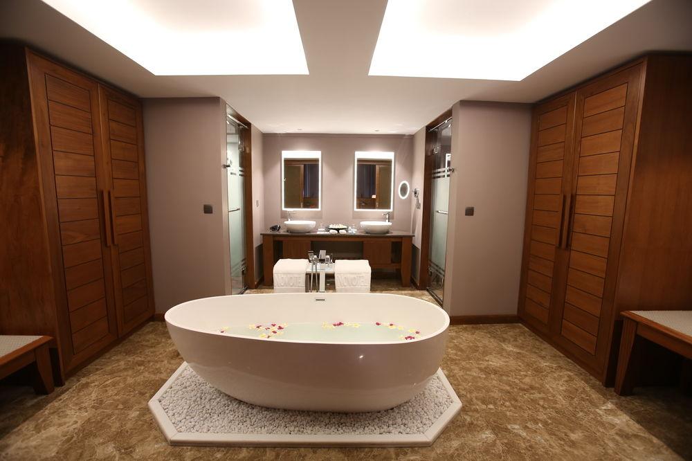 acc75-Novotel-Inle-Lake-Bath-Room.jpg