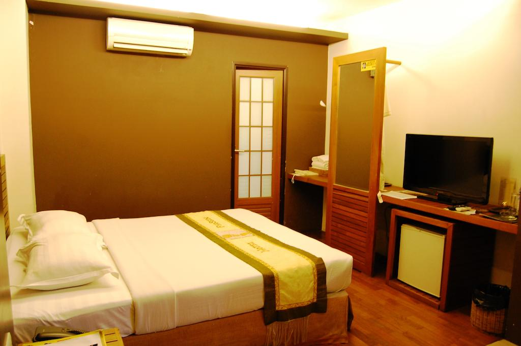 b3bcd-hotel-phoe-sein-room-1.jpg