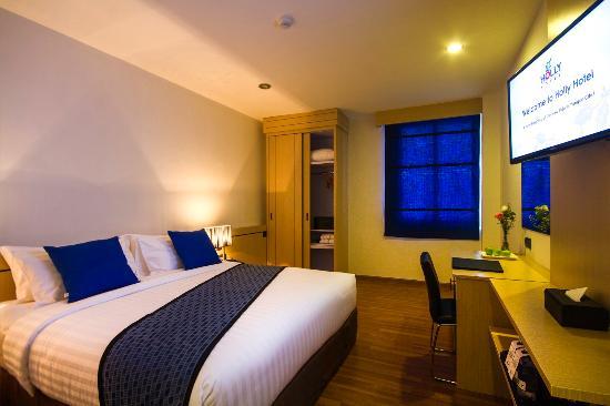 b6c12-holly-hotel-DBL-Room.jpg