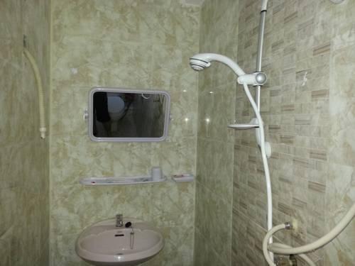b9640-mgm-hotel-shower.jpg