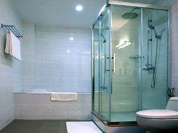 bfddf-Sky-Star-Hotel-Bath.jpg