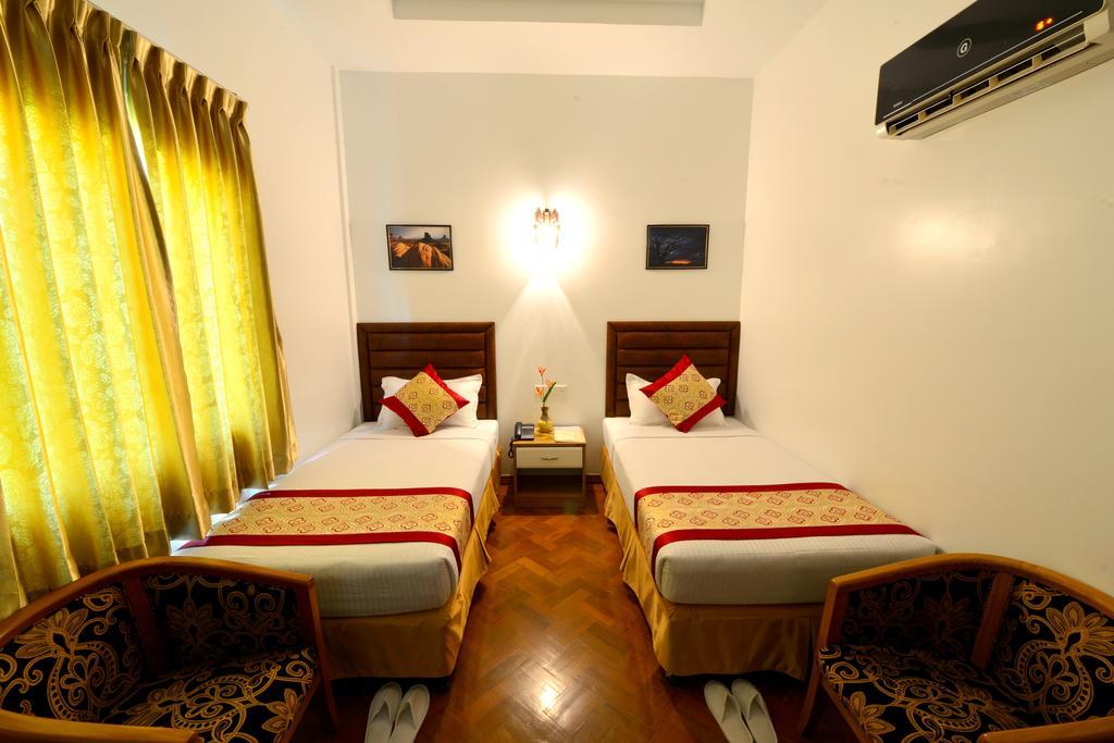 c0b75-kanbawza-hinthar-hotel-room-4.jpg