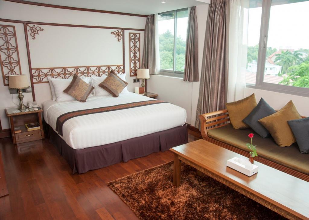 c6858-Hotel-M-DBL-Room.jpg