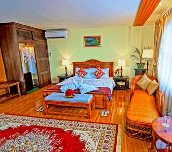 c8405-shwe-ingyinn-hotel-mdl-room-4.jpg