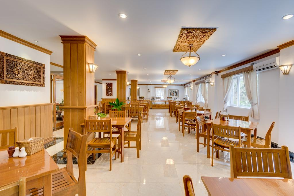 cb987-winner-inn-dinning-room.jpg