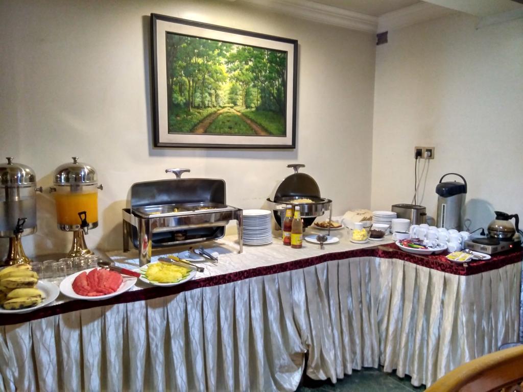 cc931-hotel-sahara-mdl-buffet.jpg
