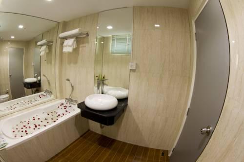 d0278-Business-Alliance-Bath-Room.jpg