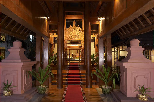 d130c-KandawgyiPalaceHotelLobby.jpg