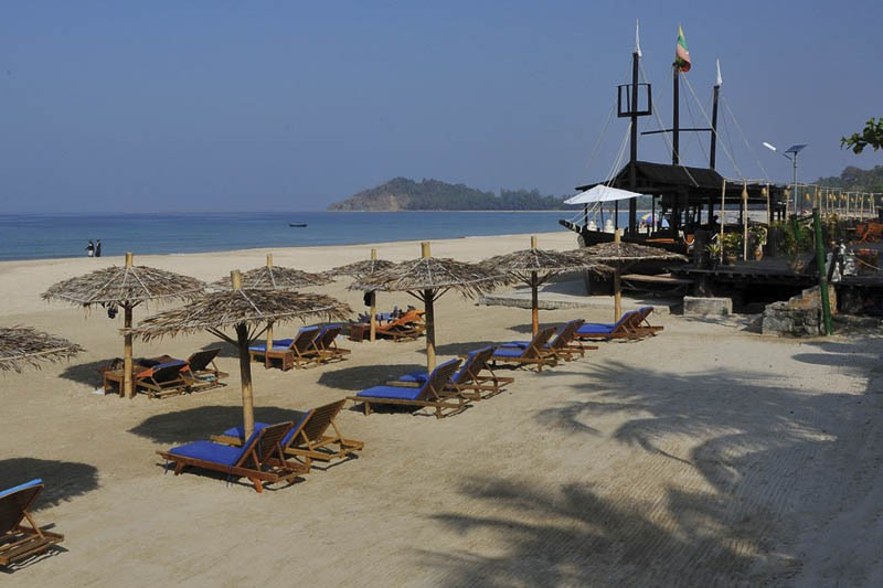 d22cc-Ngapali-Beach-Aureum-Palace-105-558446f038.jpg