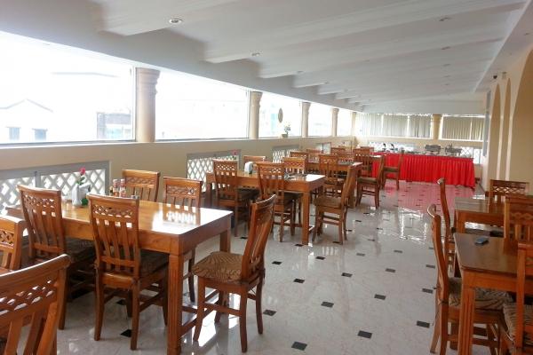 d5cb7-grand-laurel-hotel-dinning-room.jpg