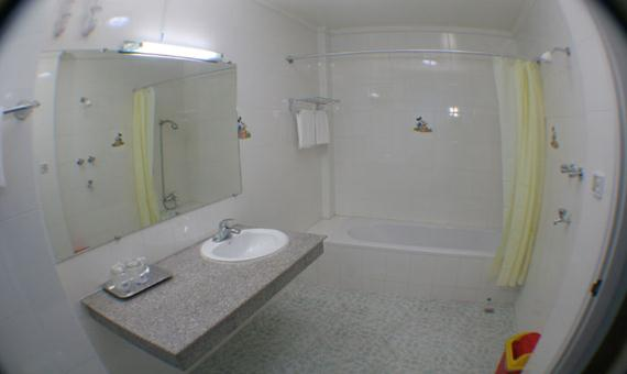 d6066-sein-sein-hotel-mdl-bathroom.jpg