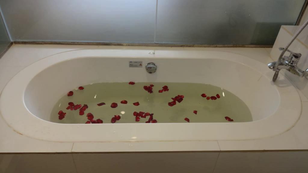 d8905-Hotel-Mila-Nova-Bath.jpg