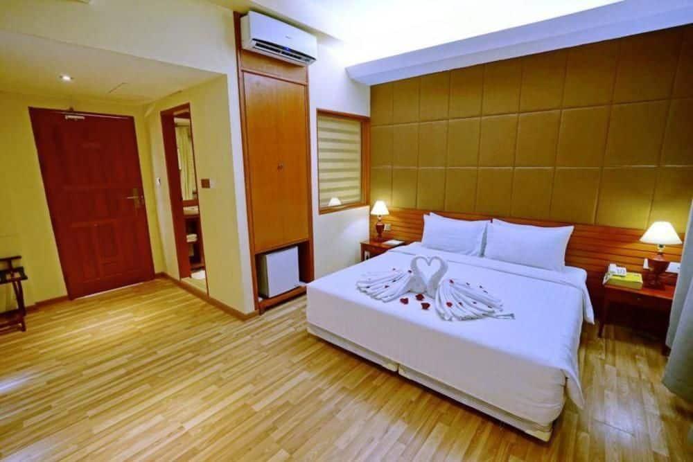 d9efe-oway-grand-hotel-mdl-rooom-7.jpg