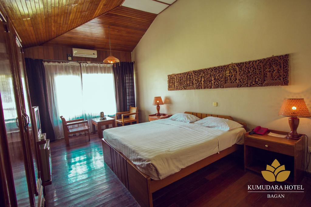 db821-kumudara-hotel-room-1.jpg
