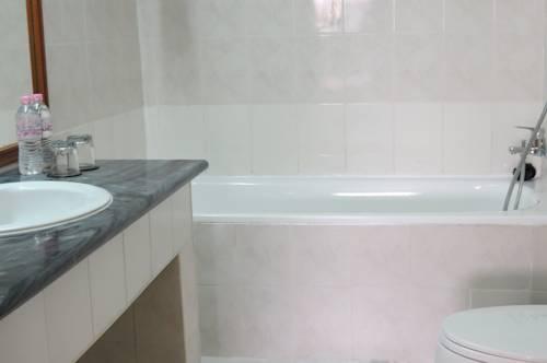dcf18-New-Aye-Yar-Bath.jpg