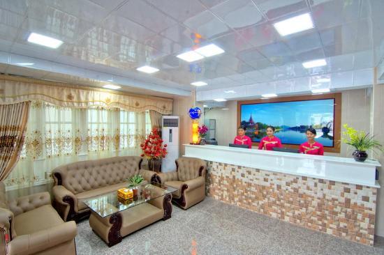 e11df-tiger-one-hotel-mdl-lobby-reception.jpg