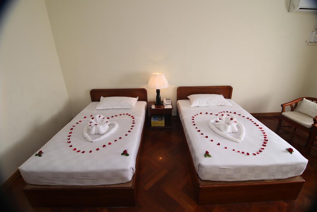 e5279-Shwe-Htee-Hotel-Twin-01.jpg