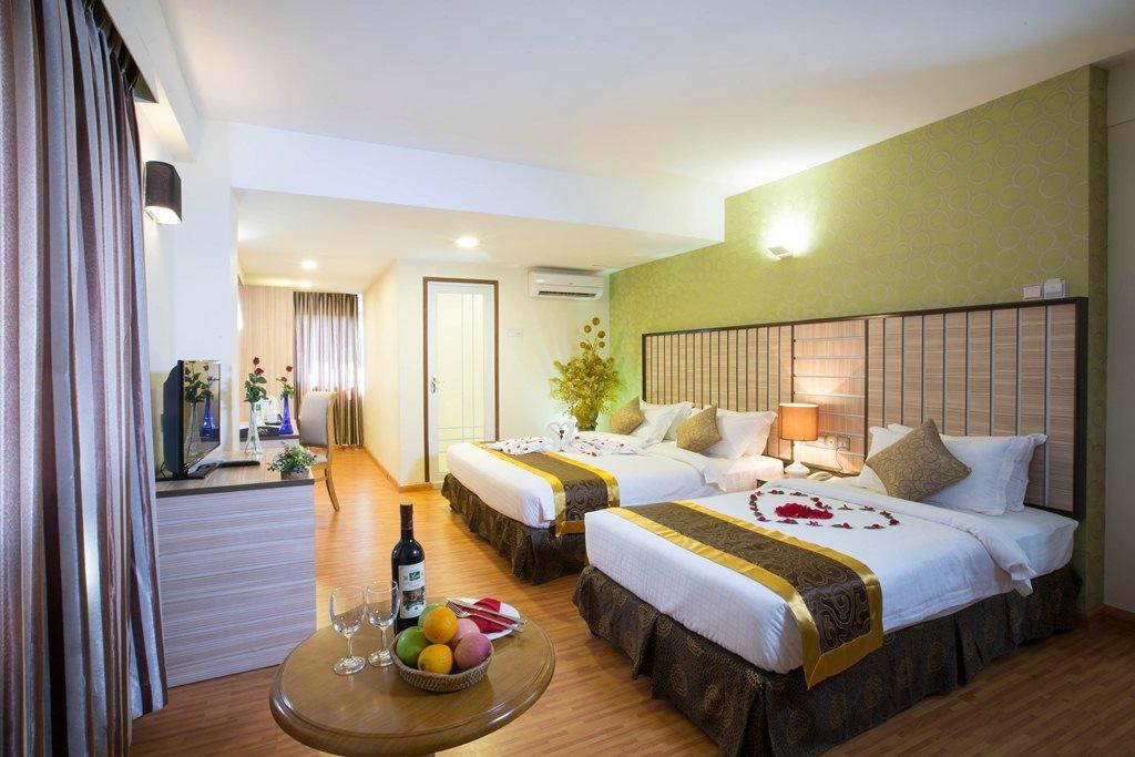 e959e-uptown-hotel-room1.jpg