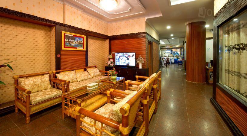 ee004-taw-win-myanmar-hotel-room-lobby.jpg