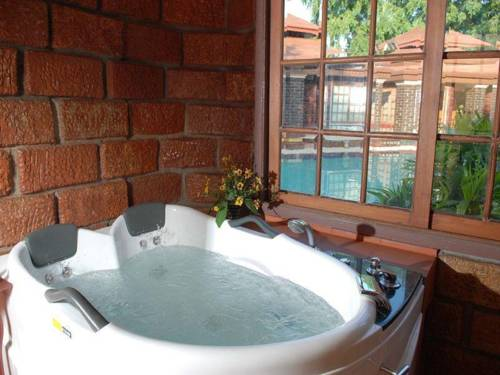 f09a5-bagan-princess-hotel-bathtub-1.jpg