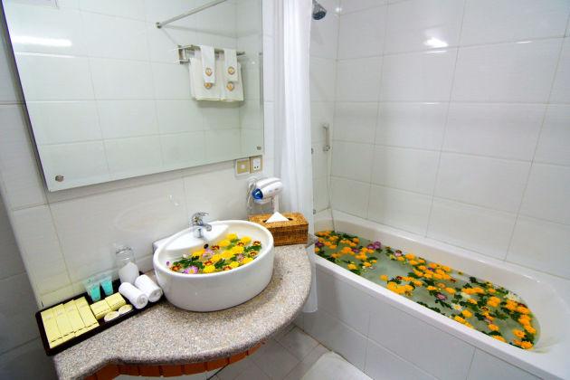 f2c5b-Hotel-Yadanarbon-Bath-Room.jpg