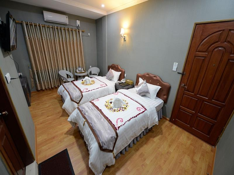 f2f6d-tiger-one-hotel-mdl-room-3-jpg.jpg